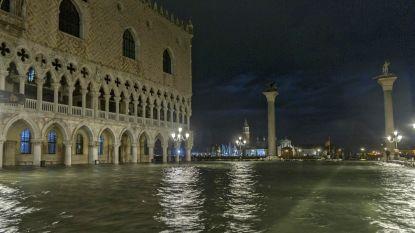 Pleinen en straten staan blank in Venetië door zware neerslag