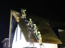 Brandweer weet vuur in rieten dak woning Harskamp tijdig te blussen