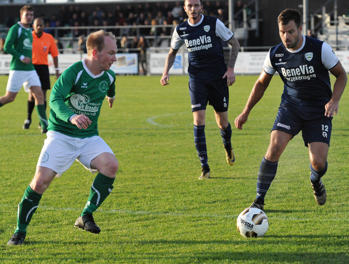 Menno de Nooijer (links) verloor zaterdag met De Meeuwen bij Deltasport.