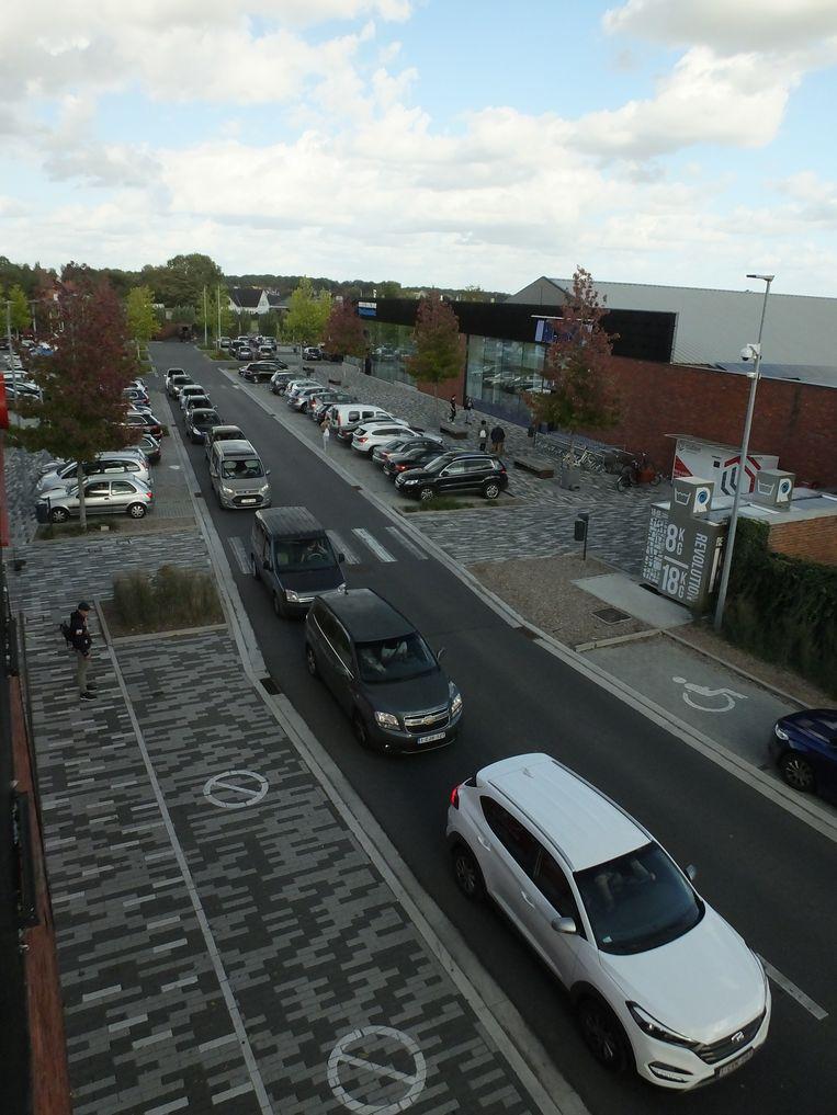 De reservatiestrook in het Driespoort shoppingpark. Hier zal de ringweg - grotendeels ondergronds - aangelegd worden.