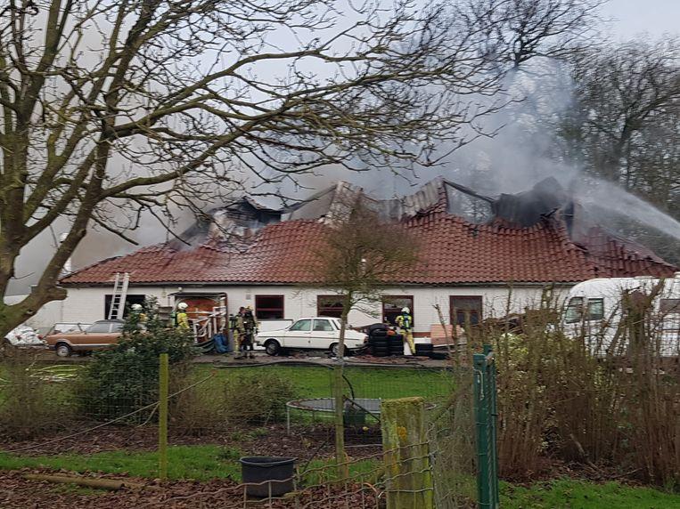 Het dak van de opslagplaats is inmiddels ingestort.