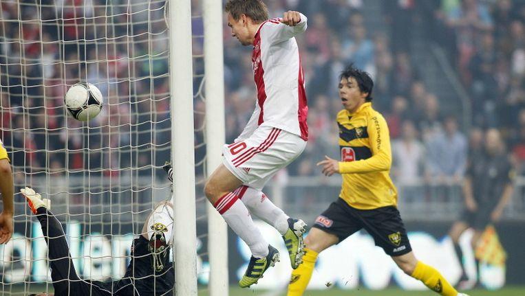 Siem de Jong scoort de 1-0 voor Ajax tegen VVV. Beeld Pro Shots