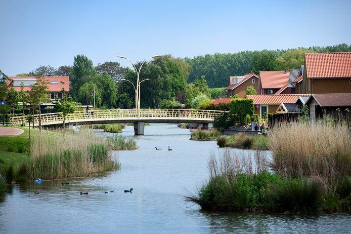 Door de vele watergangen is de woonwijk Beuningse Plas moeilijk bereikbaar.
