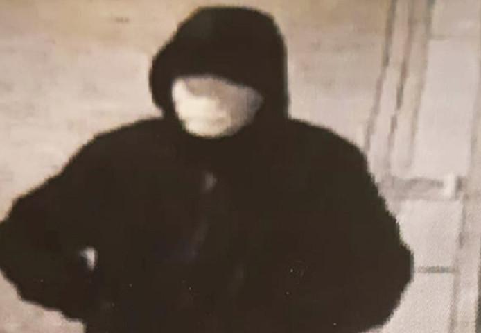 De verdachte van de granaatlegging bij café Bruut op beeld.