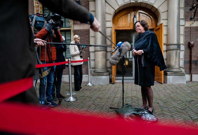Minister Tamara van Ark (Medische Zorg, VVD) komt aan op het Binnenhof.
