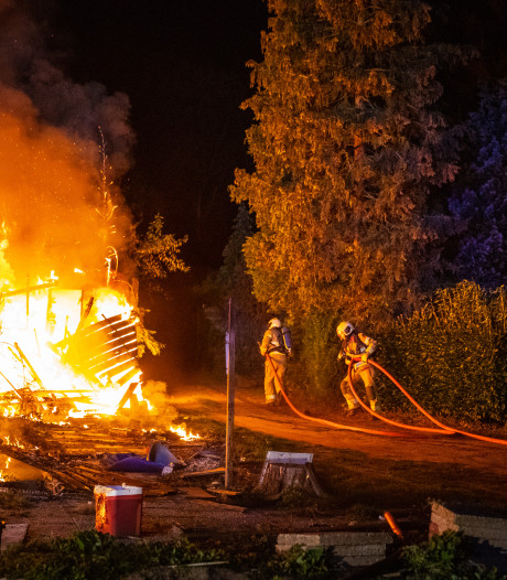 Stacaravan volledig uitgebrand in Doornspijk