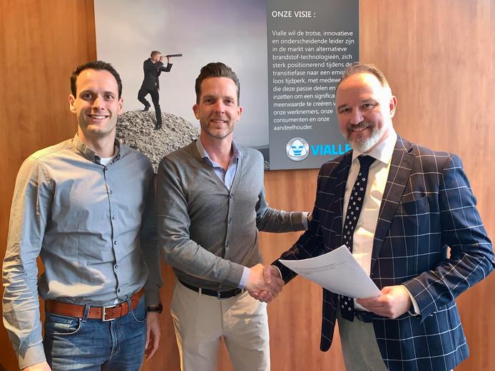 Robert van den Dungen (links) en Peter Rutten (rechts) van Vialle flankeren Sjef Minke van partner Atak Trade in Mexico.