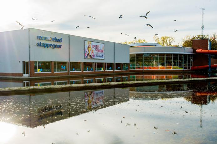 In het Tilburgse zwembad Stappegoor ontspoorde zaterdag een halloweenfeest.