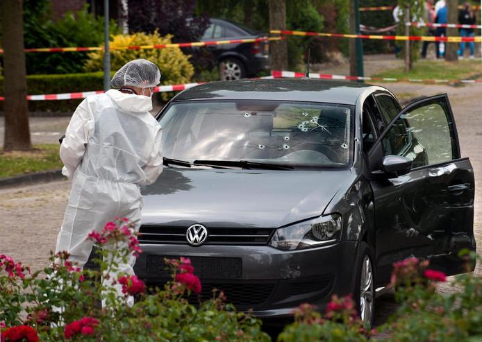 De kogelgaten in Sabees auto na de eerste aanslag op zijn leven in 2014.