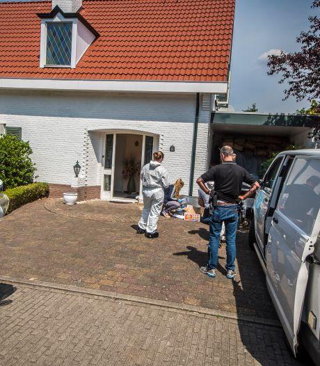Recherche doet grootschalig onderzoek in woning in Enschede
