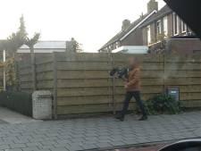 Man met camera zorgt voor commotie: belt aan, zegt niks en filmt reactie