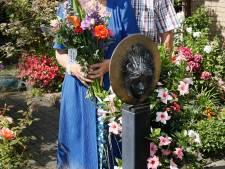 Helen en Wil genieten elke dag van hun tuin vol bloemen