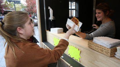 Uitbaters Park's Café zetten opnieuw wafelkraam op voor de deur