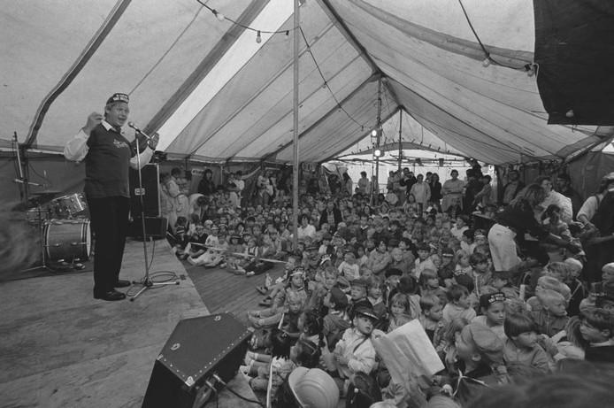 'De Film van Ome Willem' was een hit op de tv. In 1985 trad Ome Willem op in een tent hier in de regio. Wie weet hier meer van? We zijn benieuwd naar uw reacties.