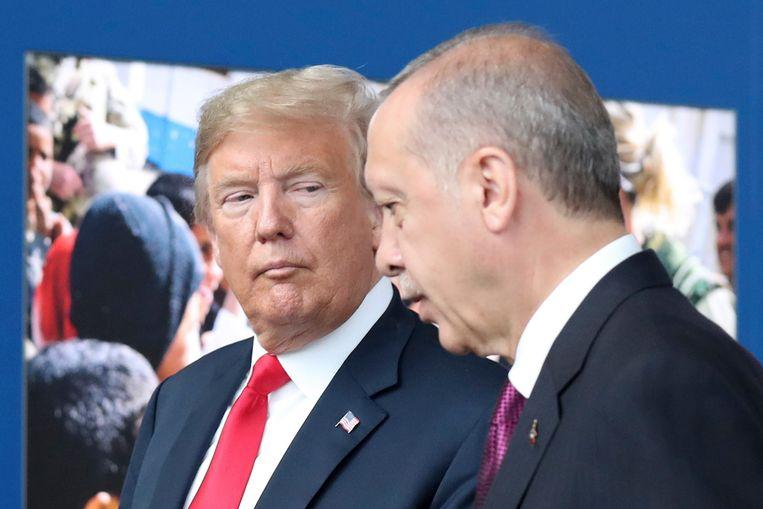 De Amerikaanse president Donald Trump, en de Turkse president Recep Tayyip Erdogan. Turkije beschouwt behalve de PKK ook de Syrisch-Koerdische Volksbeschermingseenheden (YPG) als een terreurorganisatie. Washington werkt in de strijd tegen IS samen met de YPG.