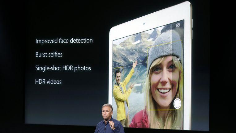 Phil Schiller, vice-topman van Apple presenteert de nieuwe iPad. Beeld ap