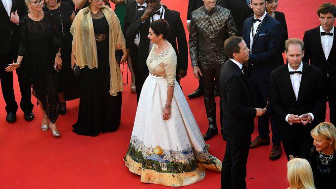 Israëlische minister verschijnt in opvallende Jeruzalem-jurk in Cannes