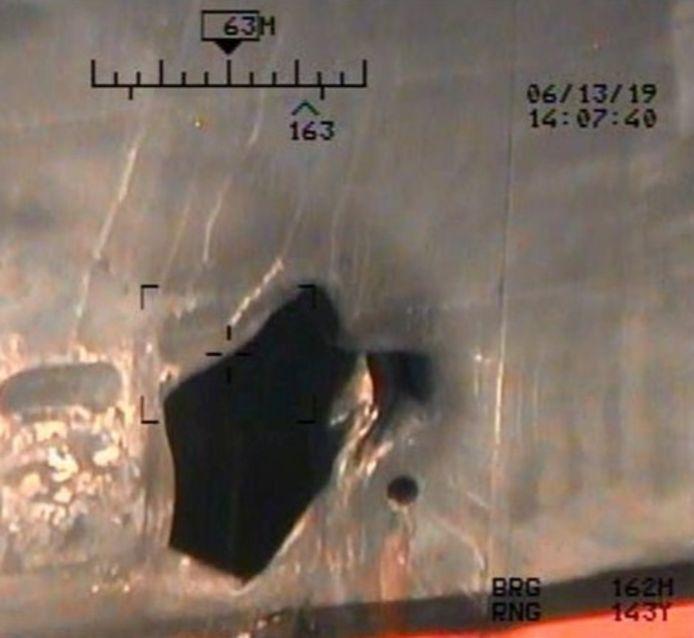 De schade aan het schip Kokuka Courageous als gevolg van een mijn.