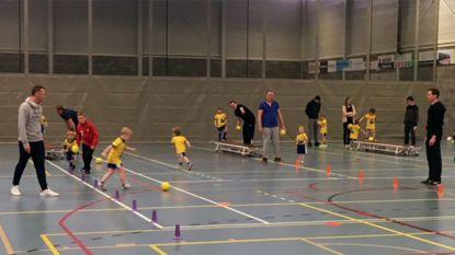 Voetjebal laat de bal circuleren tussen kind en ouder in Oudenaarde