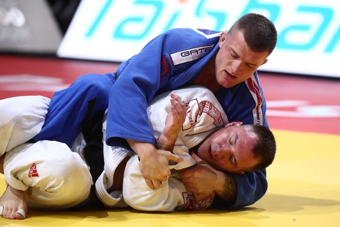 Michael Korrel (in het blauw) in gevecht met de Serviër Bojan Dosen in februari dit jaar in Parijs.