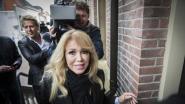 Website GeenStijl wordt gerechtelijk vervolgd om plasseksvideo Patricia Paay