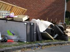 Enorme berg afval in berm Hengelose wijk gekwakt