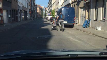 Even fietsen met de kinderwagen