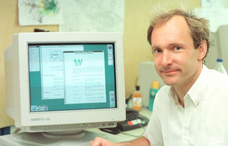 Tim Berners-Lee in zijn werkkamer bij CERN Beeld 1994 CERN