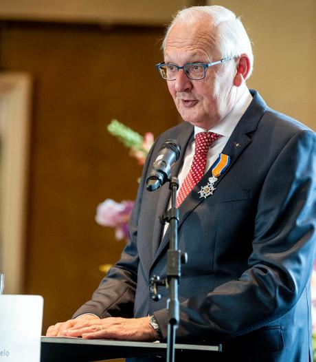 Commissie in Almelo wil dat Jan Kamst uit Tubbergen koninklijk lintje inlevert: 'Hij douwde ons woekerhuren door de strot'