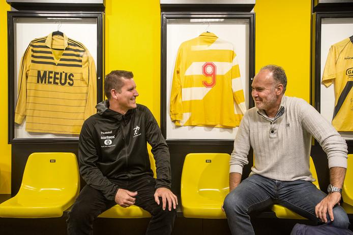 Arno Gabriëls (links) en Ton Cornelissen, oud-spitsen van NAC staan zondag tegenover elkaar als trainers in de tweede klasse B: Beek Vooruit - TSC.