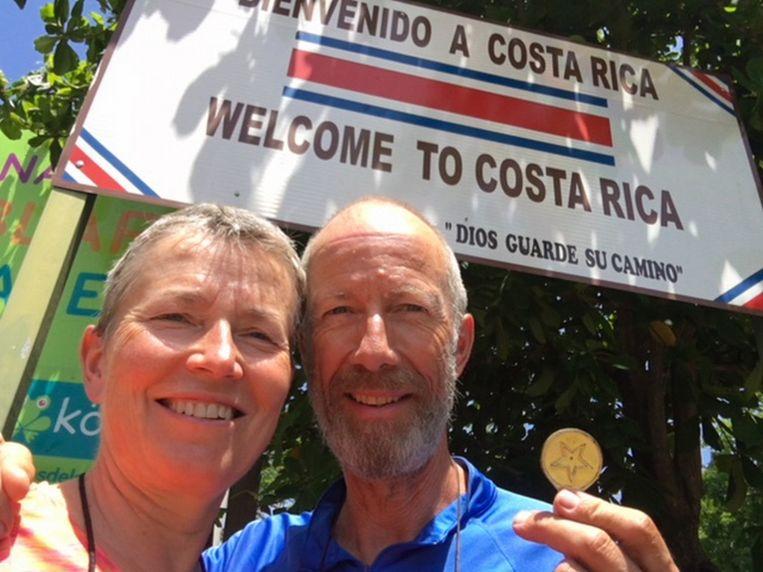 Jacinta en Frank met de medaille.