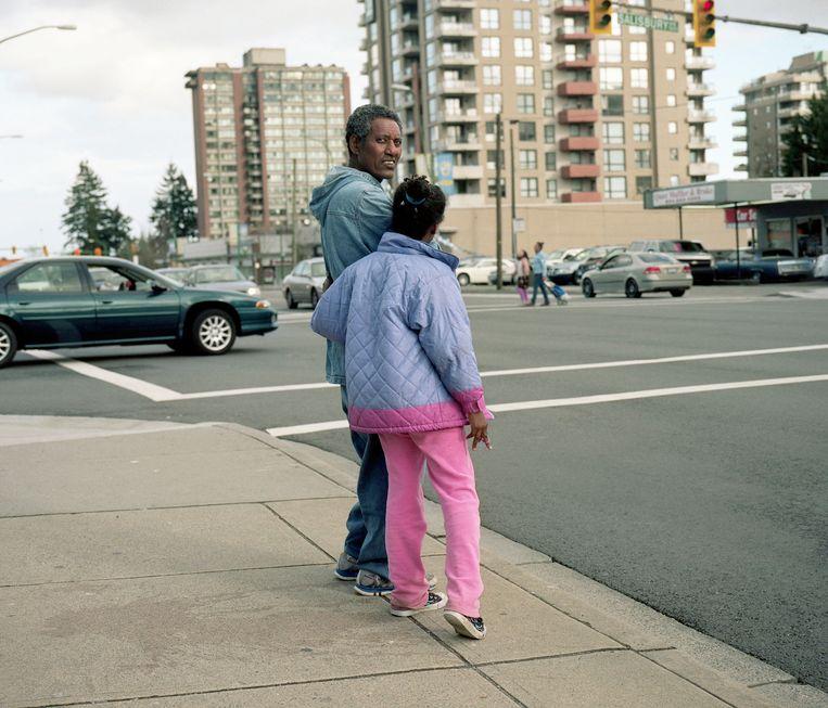 Vader en dochter in Salisbury Street, Vancouver. Beeld null