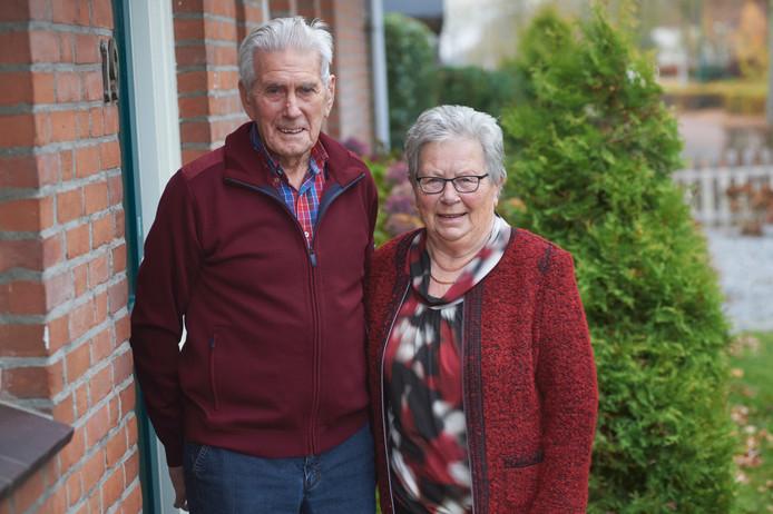 Martien van Nuland (86) en Marietje van Langehuijzen (86) uit Heeswijk-Dinther zijn zestig jaar getrouwd.