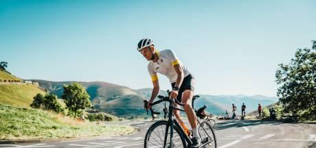 Devin (24) stapte halverwege 2020 voor 't eerst op een racefiets, nu heeft hij duizenden fans