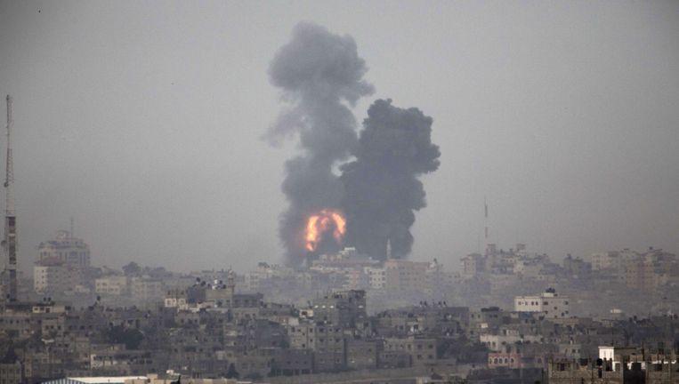Rookt stijgt op boven de Gaza-strook. Beeld AFP