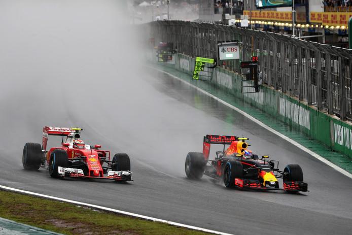 Max Verstappen (rechts) en Kimi Räikkönen.
