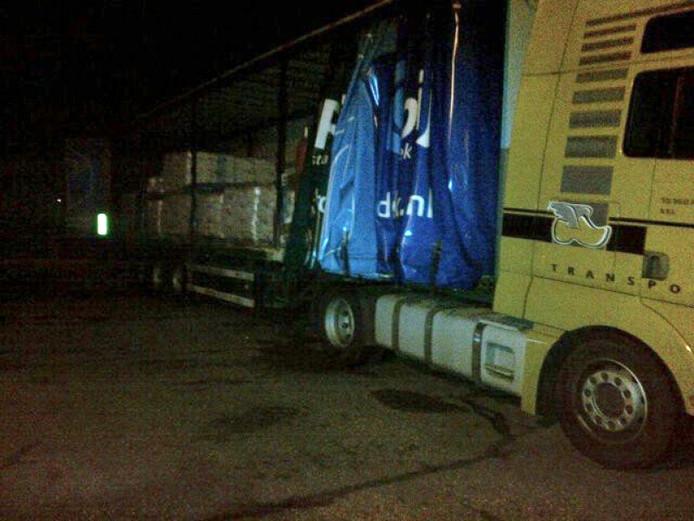 De trailer met grondstoffen voor een xtc-lab.