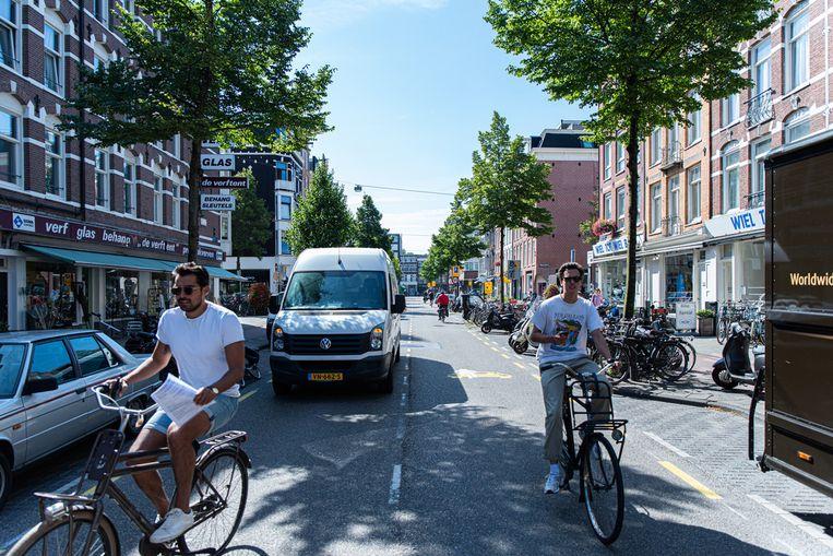 De aangepaste situatie in de J.P. Heijestraat zorgde voor ergernis bij buurtbewoners. Beeld AZIZ KAWAK