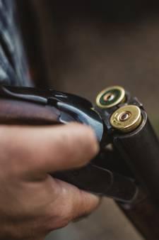 Il abat son épouse avec un fusil de chasse avant de se donner la mort
