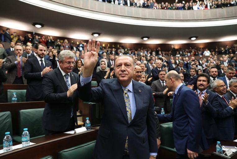 De Turkse president Recep Tayyip Erdogan na zijn toespraak in het parlement. Beeld AFP