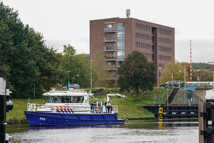 De politie is met een sonarboot op zoek naar de vermiste Oosterhouter Sacco Tange.