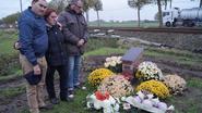 Nieuwe gedenkplaat onthuld voor slachtoffers dodelijk busongeval