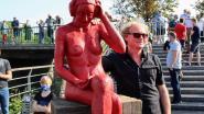 Bronzen Loreleie zit nu definitief aan brug bij zwembad Van Eyck