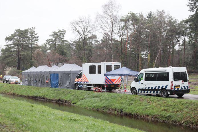 De politie houdt in samenwerking met de gemeente Ommen en de Belastingdienst een grote controle op vakantiepark Calluna in Ommen. Op dit park wonen veel arbeidsmigranten. Het gaat volgens de gemeentewoordvoerder om integrale parkcontrole.