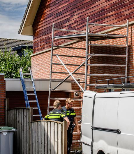 Schilder valt van steiger in Hilvarenbeek