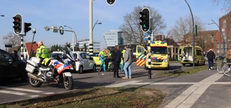 Fietser naar ziekenhuis na aanrijding op Pannekoekendijk Zwolle