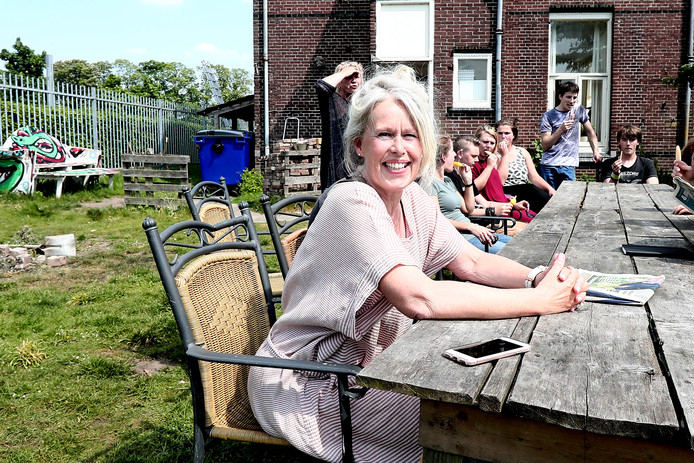 Ingrid Rebel op de voormalige locatie van Het Dagelijks Bestaan. De arbeiderswoningen op de Voormars moesten enkele jaren terug plaatsmaken voor nieuwbouwwijk Noorderhaven.