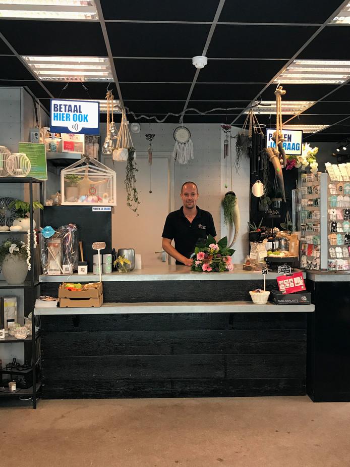Wonderlijk Waalwijkse bloemenshop te koop: 1 euro | Bizar | AD.nl YU-61