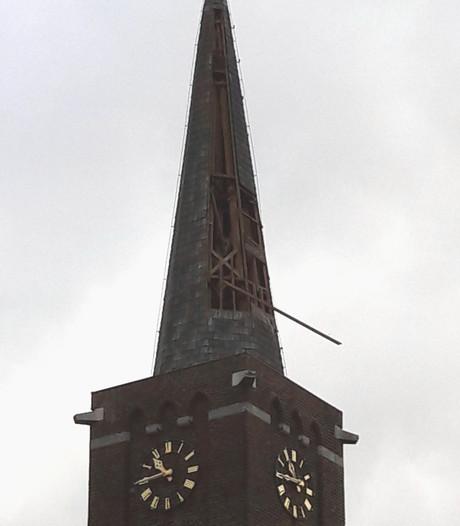 Torenspits Esbeek ernstig beschadigd door storm
