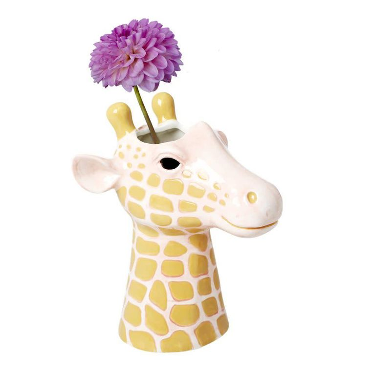Keramieken 'Giraffe'-vaas van accessoiremerk Rice. 24 cm hoog, € 34,90. Beeld ricebyrice.com
